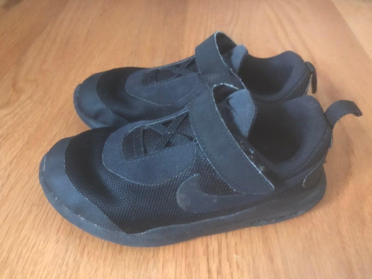Nike toddler sneakers 10/11