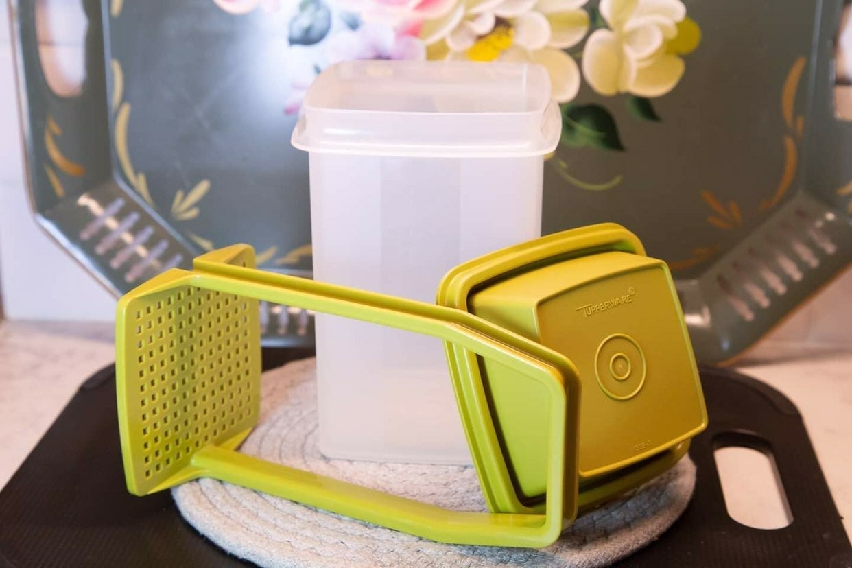 Tupperware pickle keeper strainer