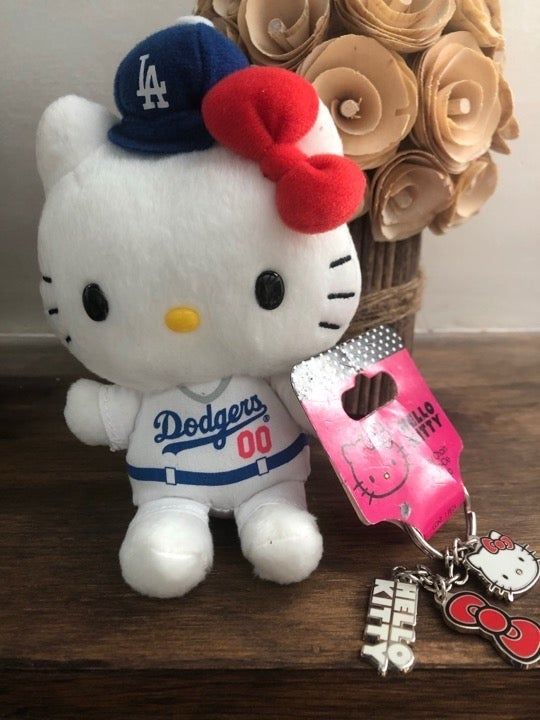 Hello Kitty plus and metal keychain
