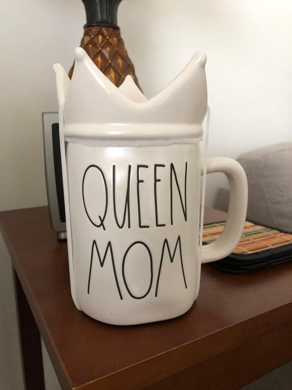 Rae Dunn Mom Mug with Crown