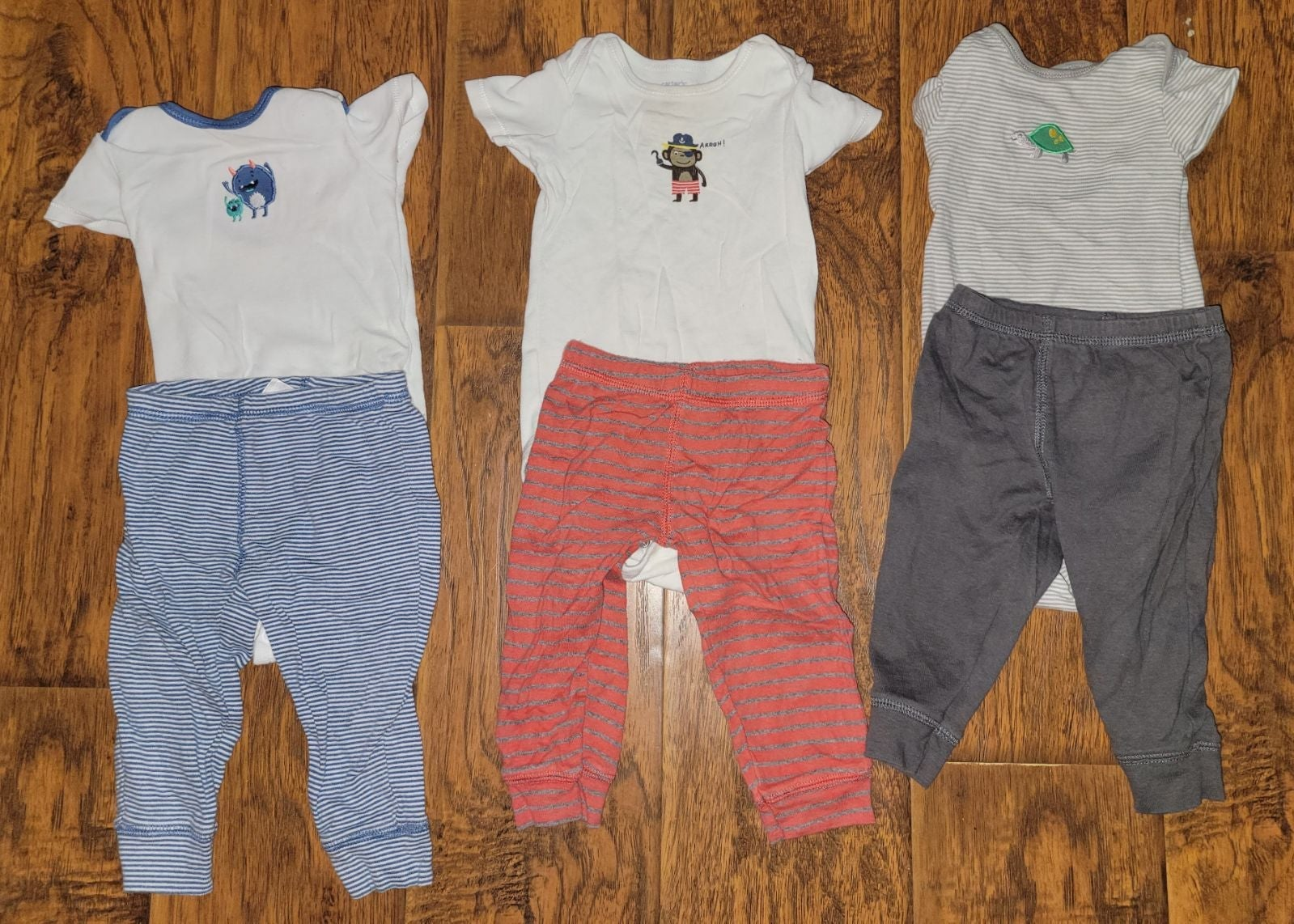 3 pairs Carters 9 month baby clothes