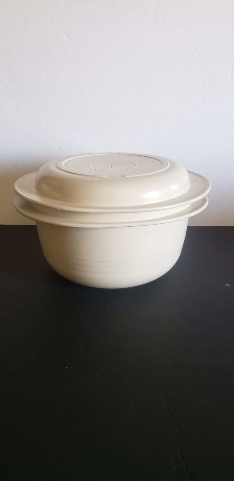 Vintage Tupperware Ultra 21 Almond 3 Qt