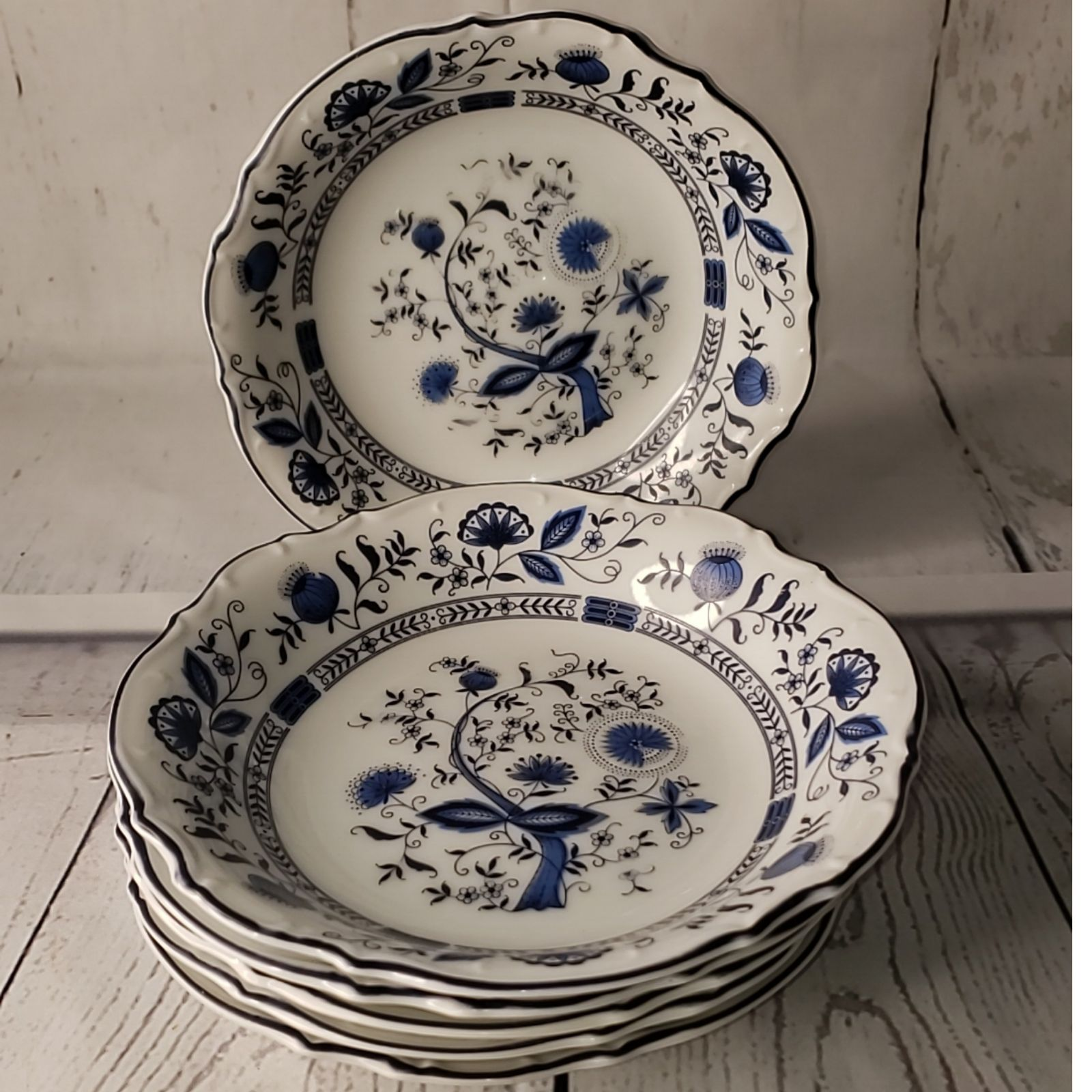 Sone China JAPAN Blue Onion Design bowls