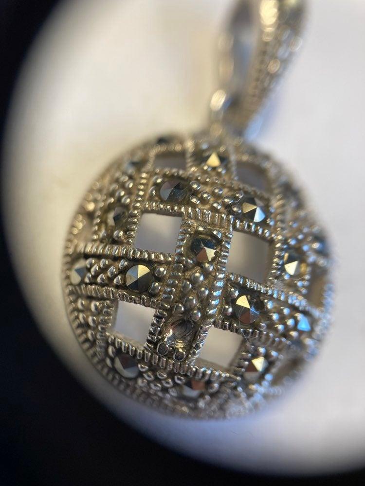 Beautiful pendant and Hematite 925