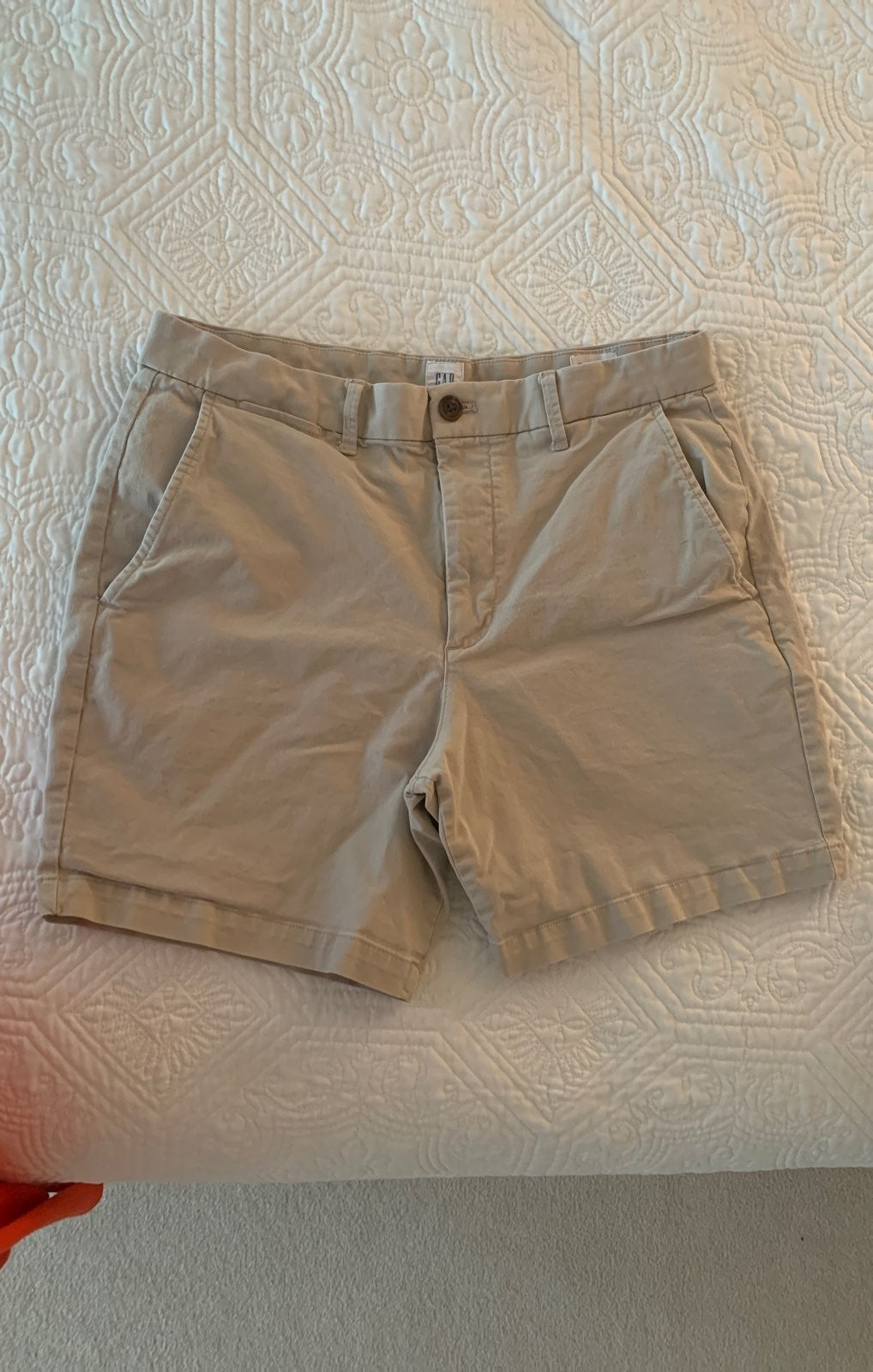 GAP khaki Shorts Mens size 32