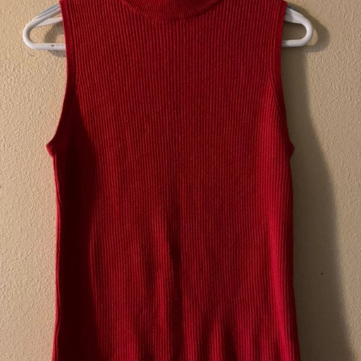 Red mocneck top