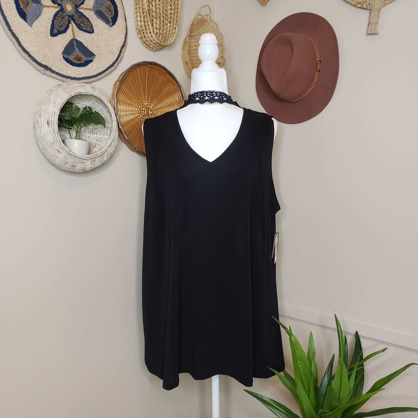 by&by Sleeveless Tank with Lace Choker