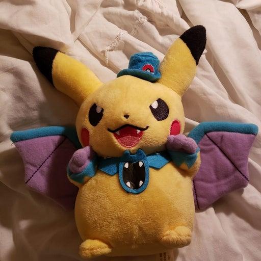 Pokemon 2015 Halloween Golbat Pikachu