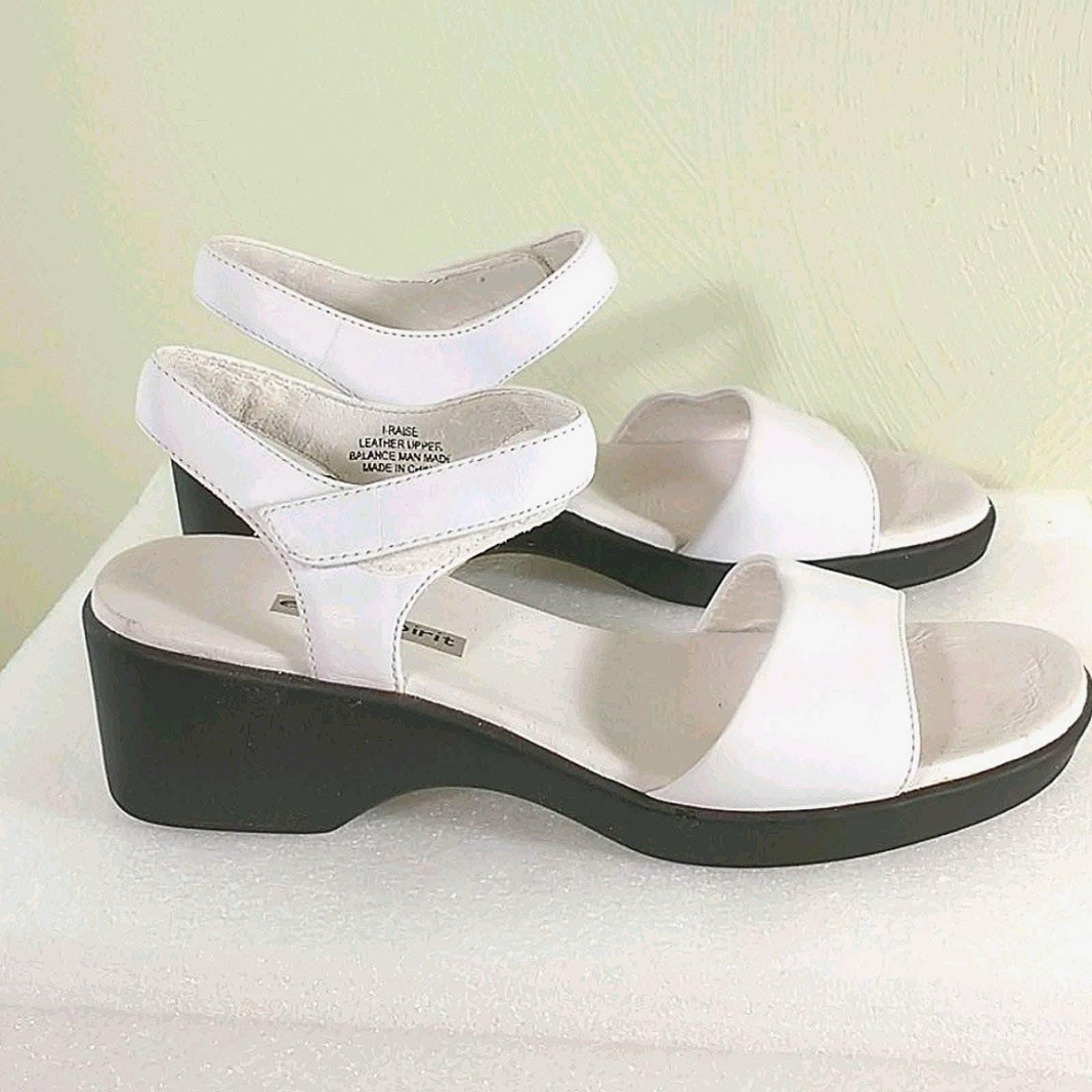 Easy spirit, women's sandals. White, 9.