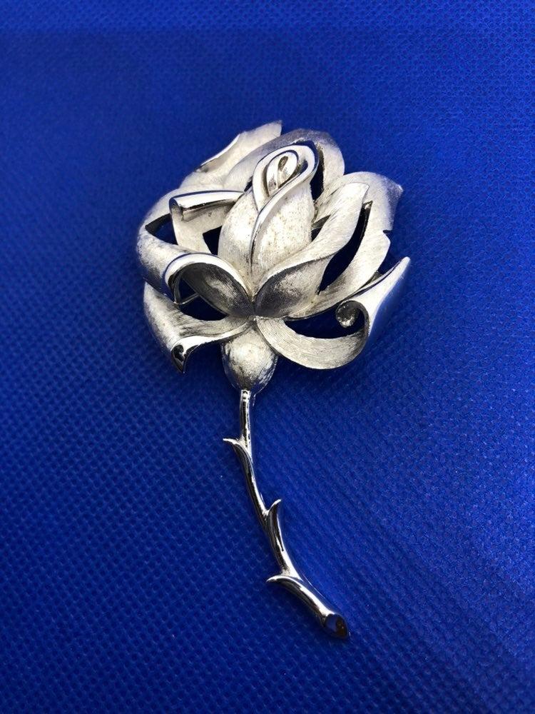 vintage Trifari silver tone flower brooc