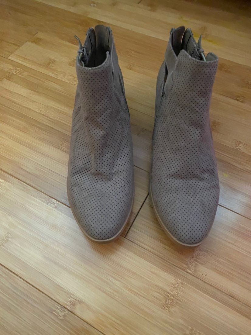 Sz 8 womens ankle boots