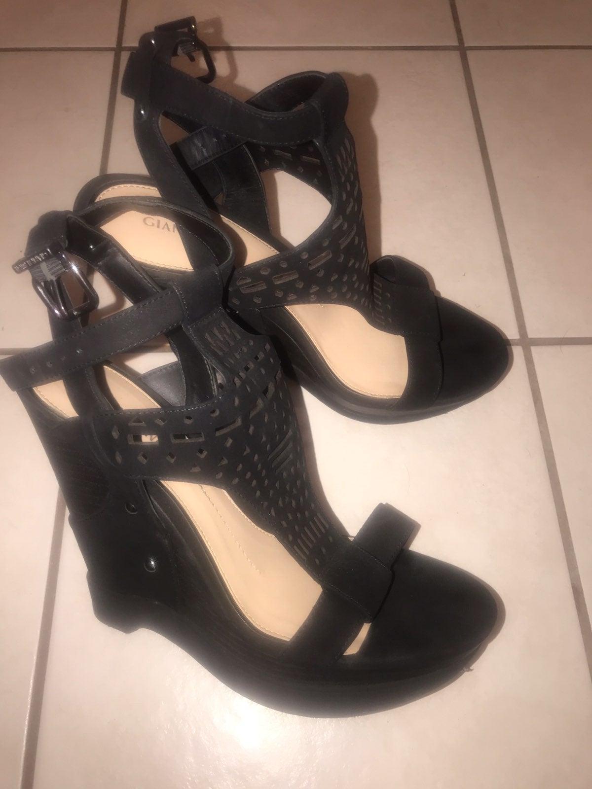 Gianni bini black wedge sandals