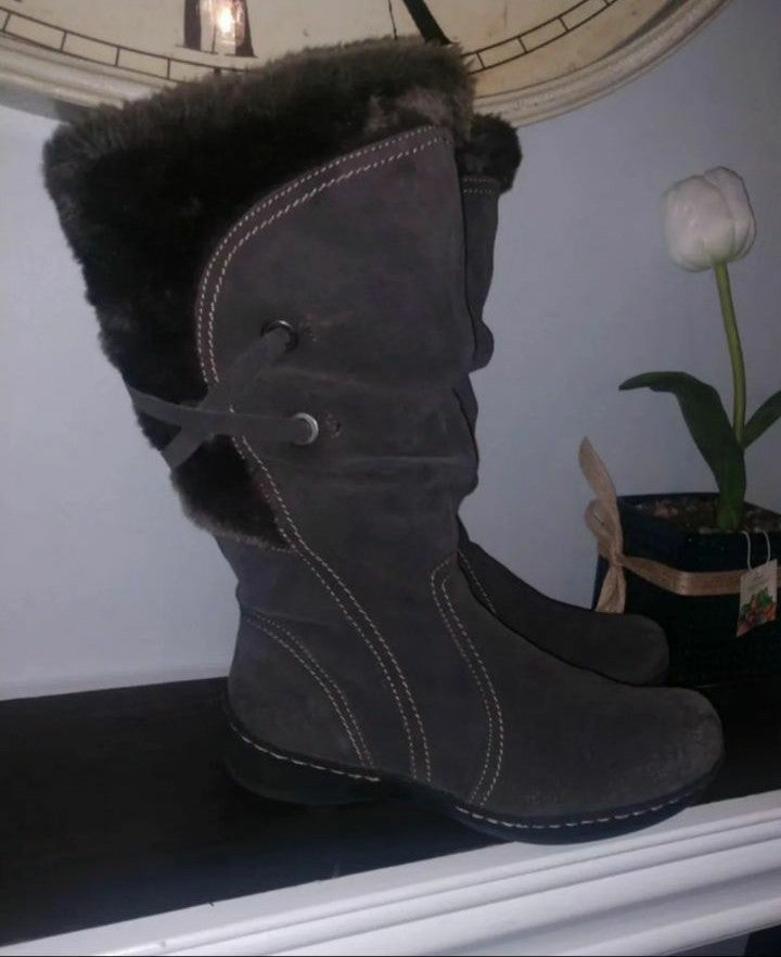 Bass suede fur boots NWOT