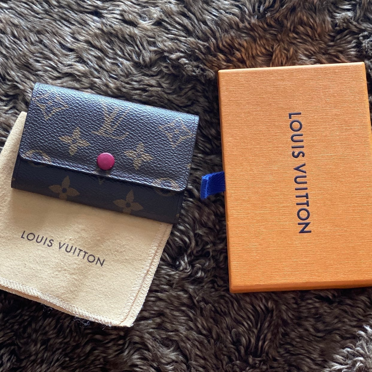 Louis Vuitton fuchsia 6 ring keyholder