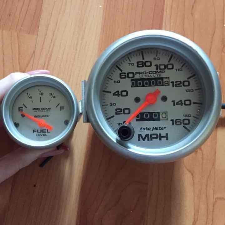 AutoMeter Fuel Gauge & Speedometer