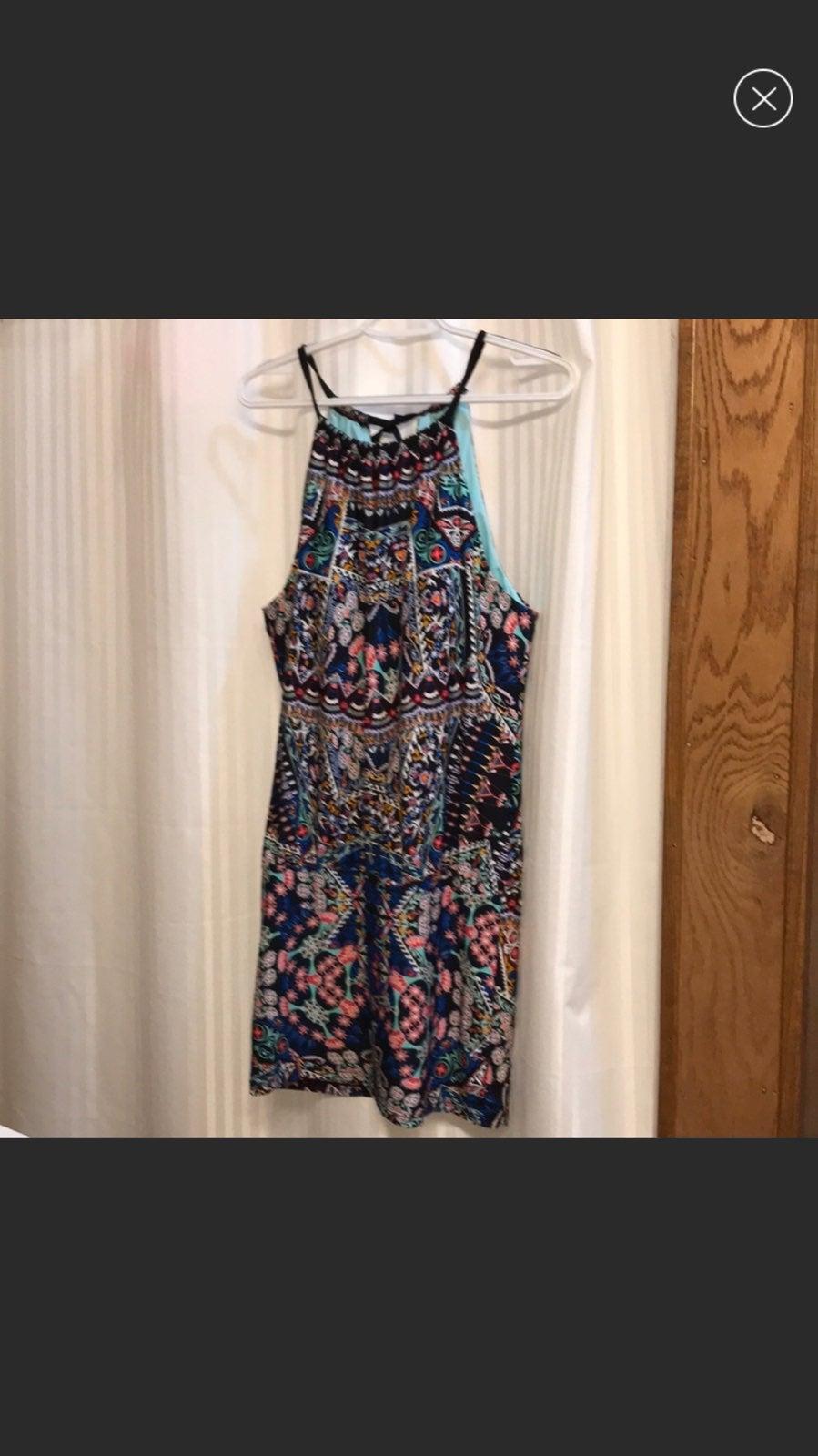 Swimsuit/dress cover-up. Medium, multico