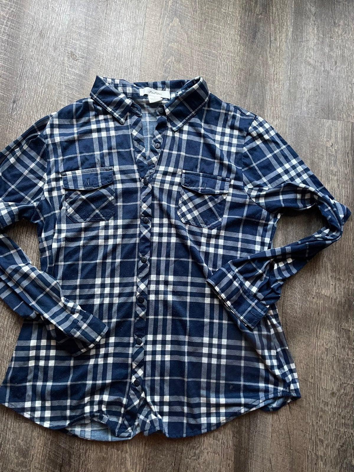 Love Potion size L blue plaid shirt
