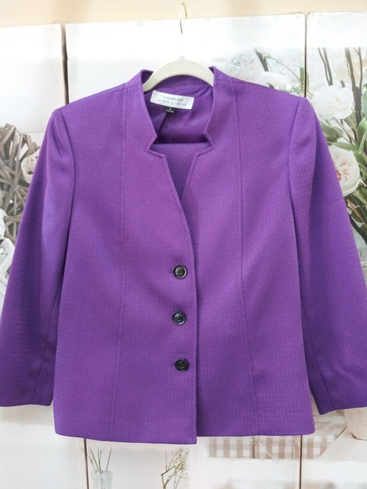 Tahari Skirt Suit Sz. 8 NWOT