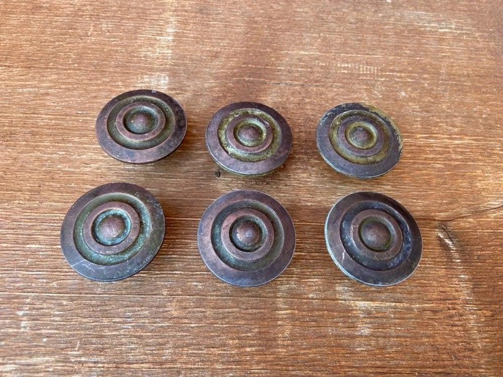 Metal vintage knobs (6 total)