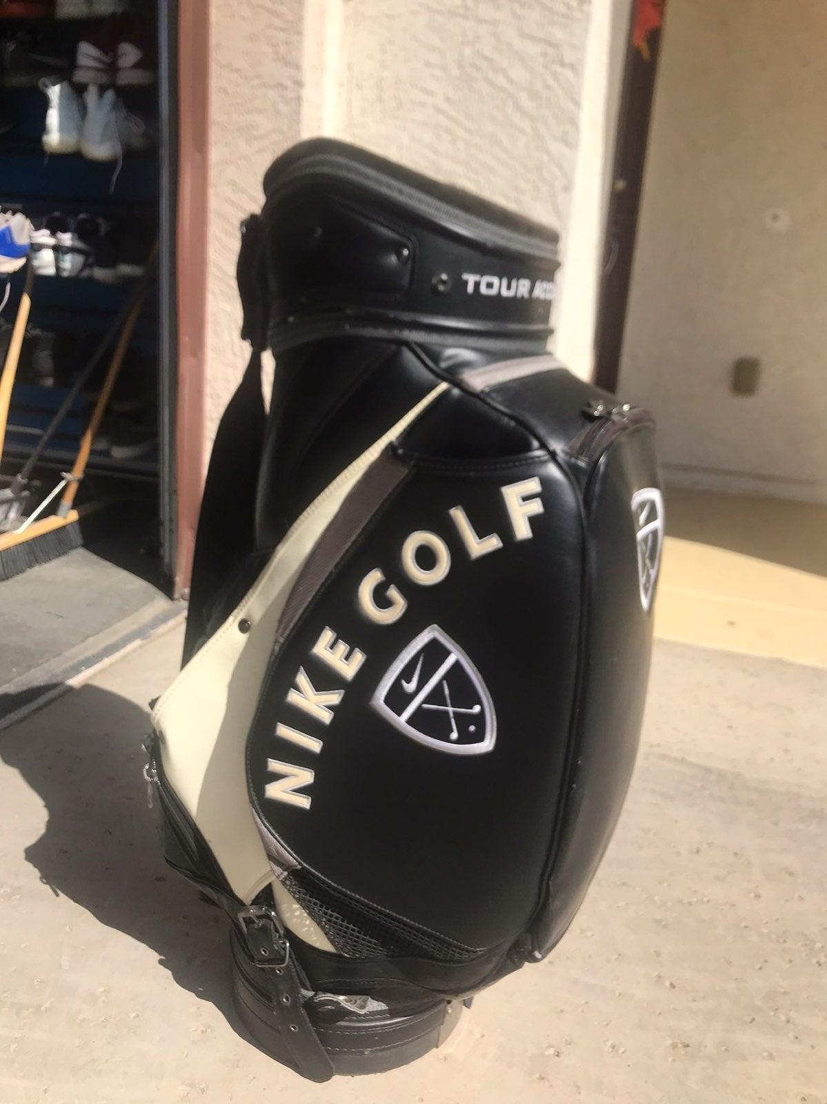 Nike Golf Tour Accuracy Staff Golf Bag