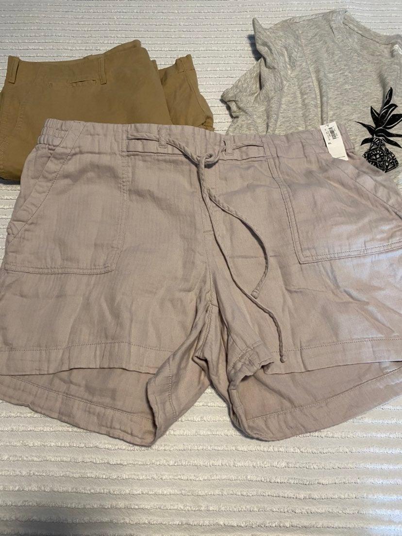 2 pair Gap / Old Navy Shorts and tshirt