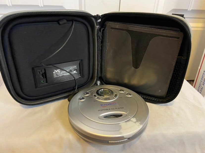 JVC CD Case with build in Speakers