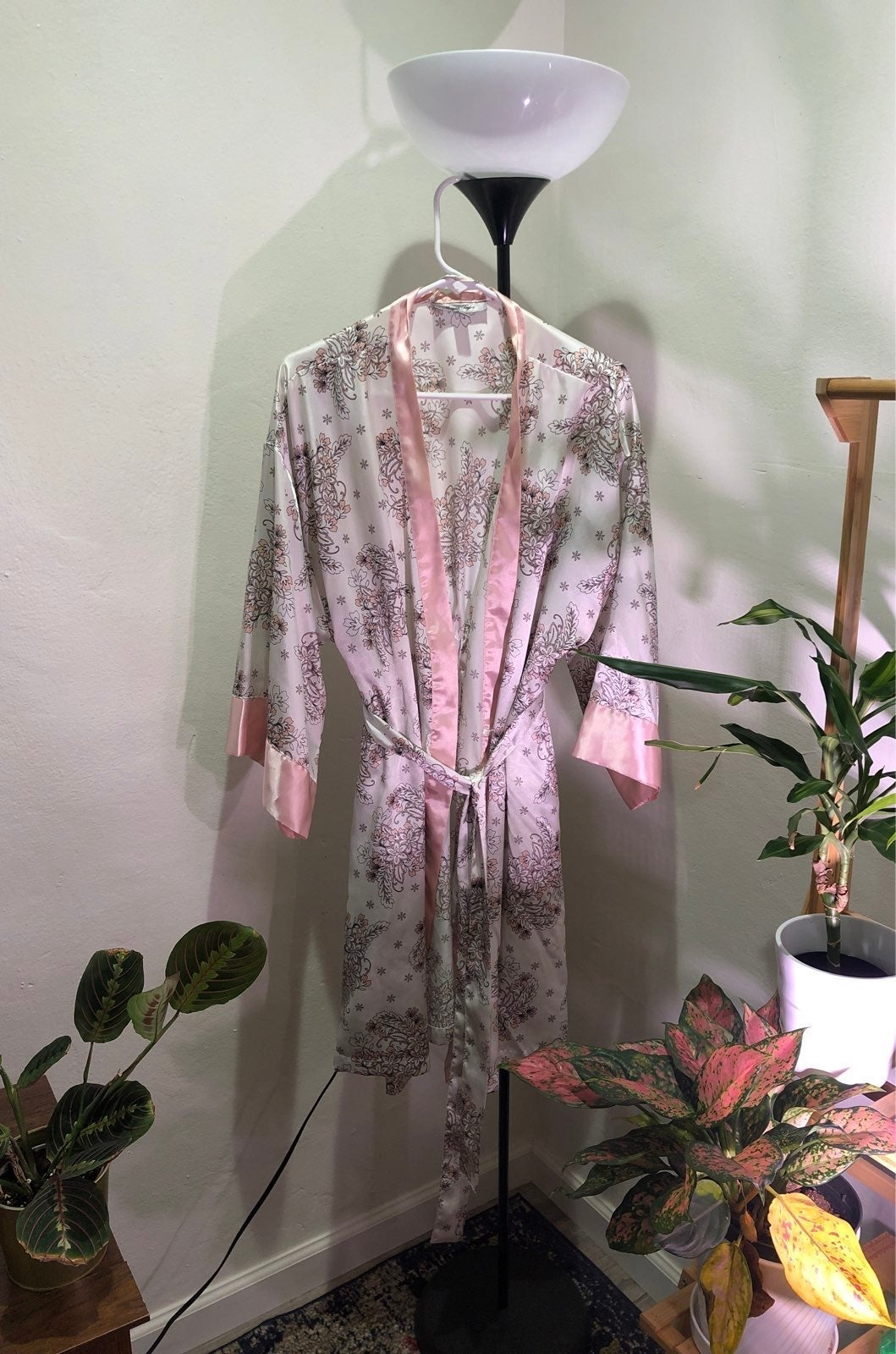 L/XL unused, white and pink satin robe