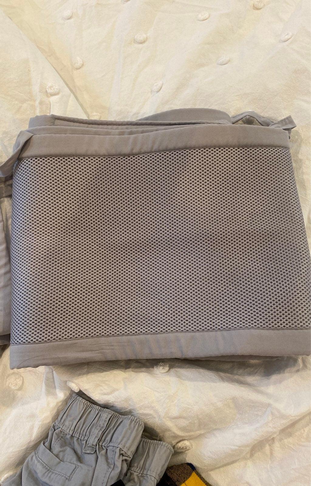 Breathable mesh crib liner