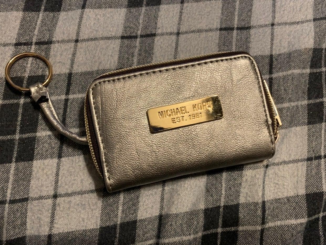 micheal kors keychain wallet