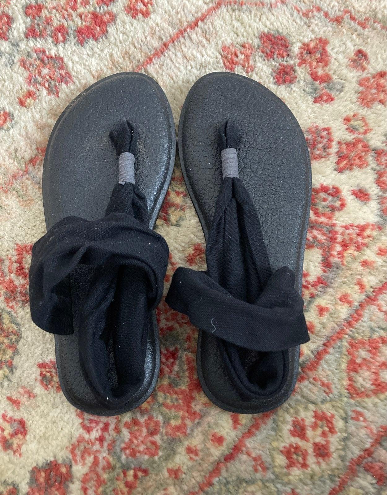 Sanuk sandals size 6