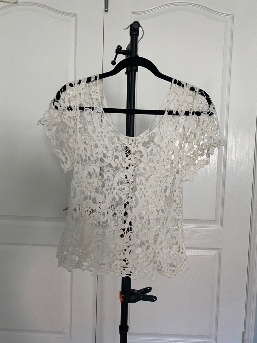 ISSI lace top