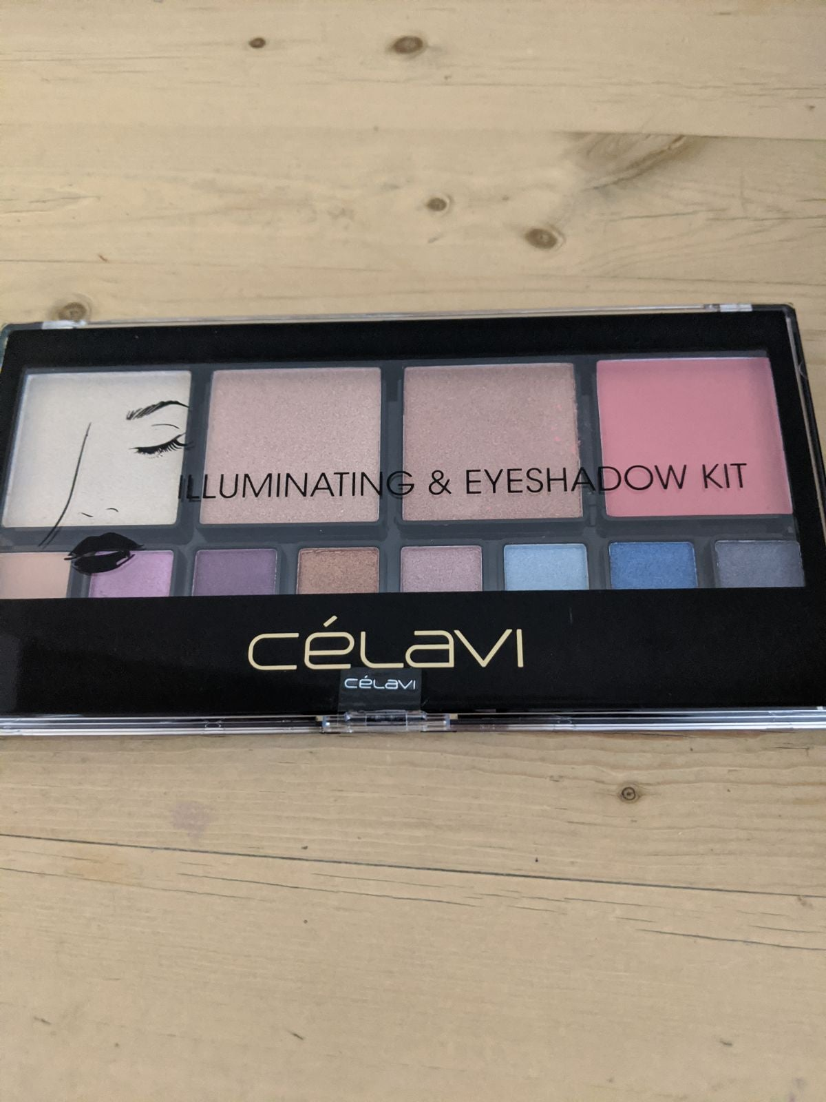 Iluminating and eyeshadow kit