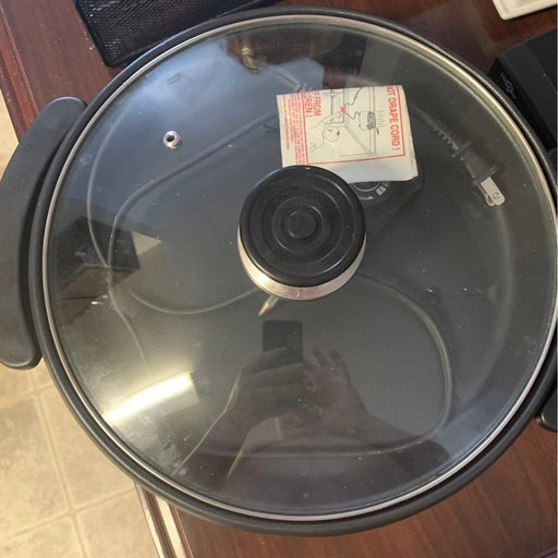 Electric pizza cooker