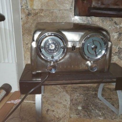 Crosley CR52 AM/FM clock radio