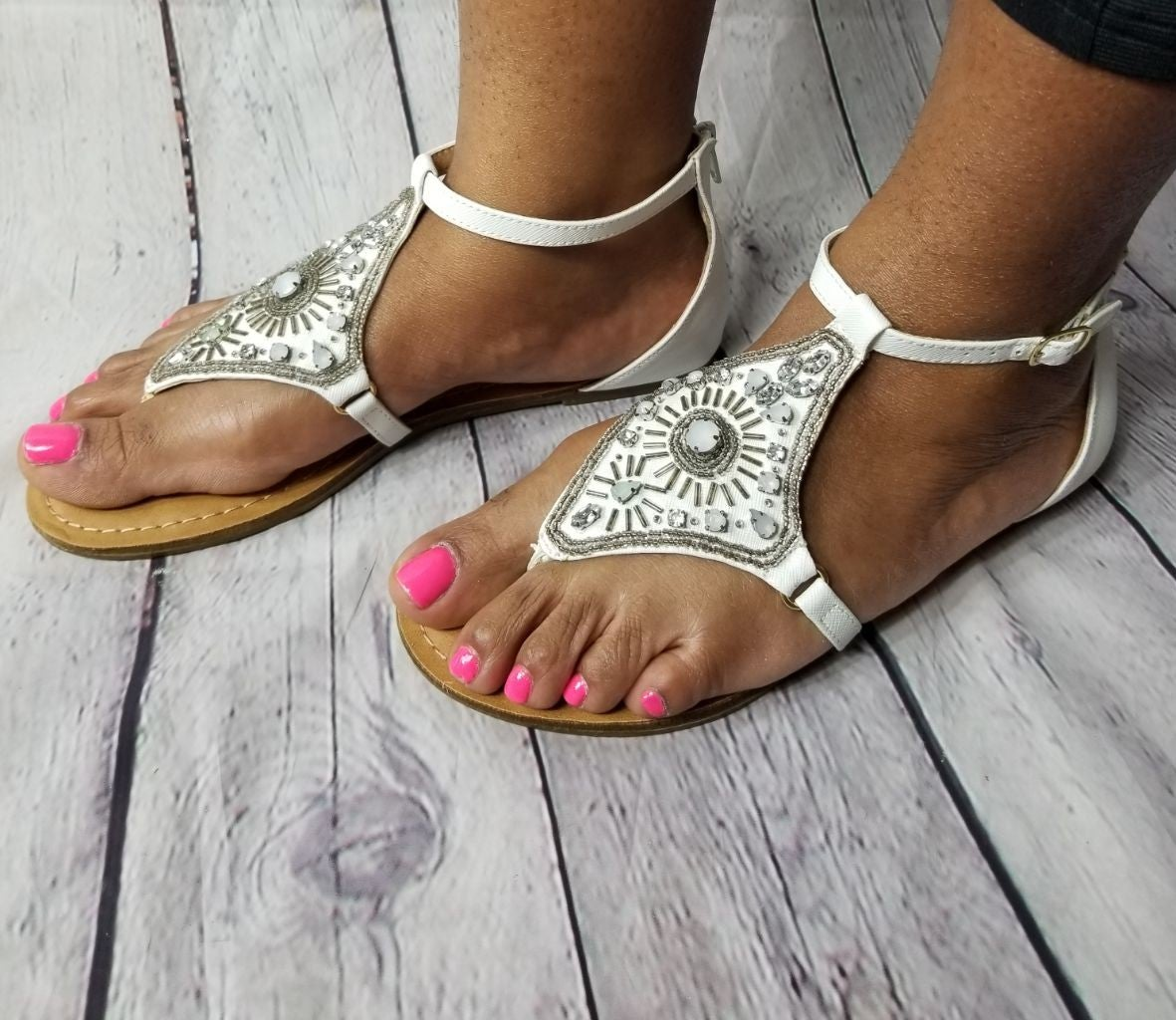 Sandals size 8 XOXO *** NEW