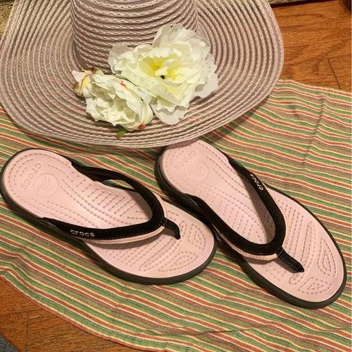 Pink crocs flops and dummer hat