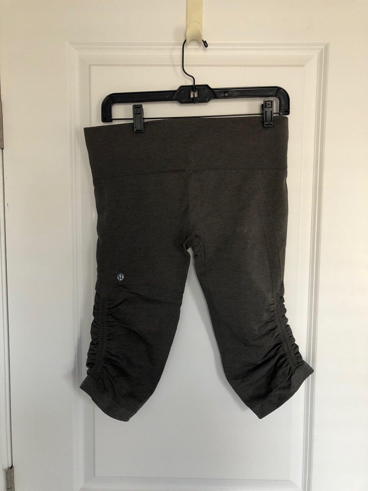 Lululemon Ebb to Street Capri Pants sz 8