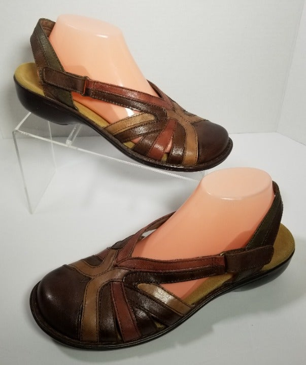 Clarks US 9.5M Strappy Flat Sandals