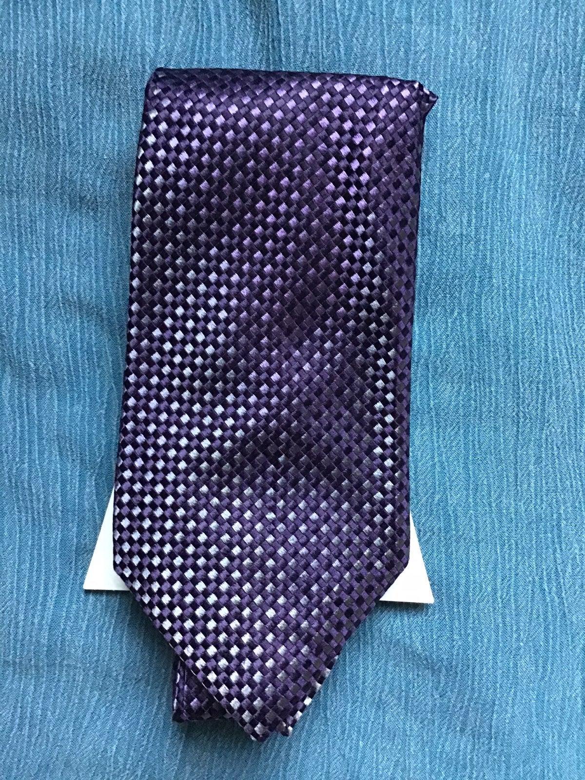 Roundtree & Yorke purple silk tie