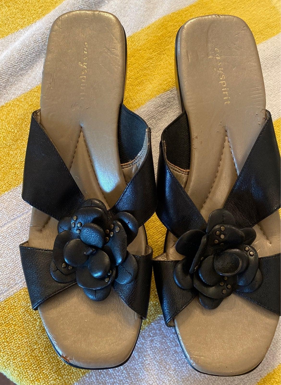 Size 9W Easy Spirit Sandals w Flower