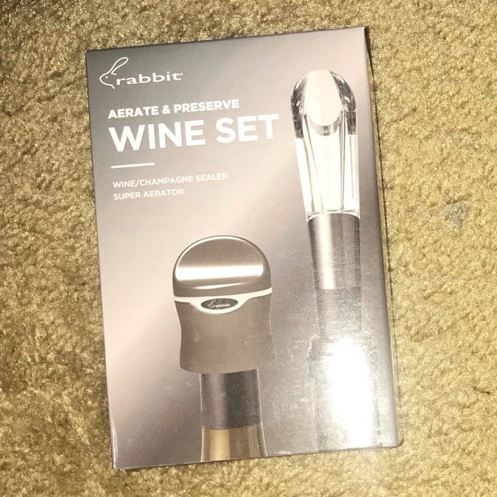NEW aerate and preserve wine set