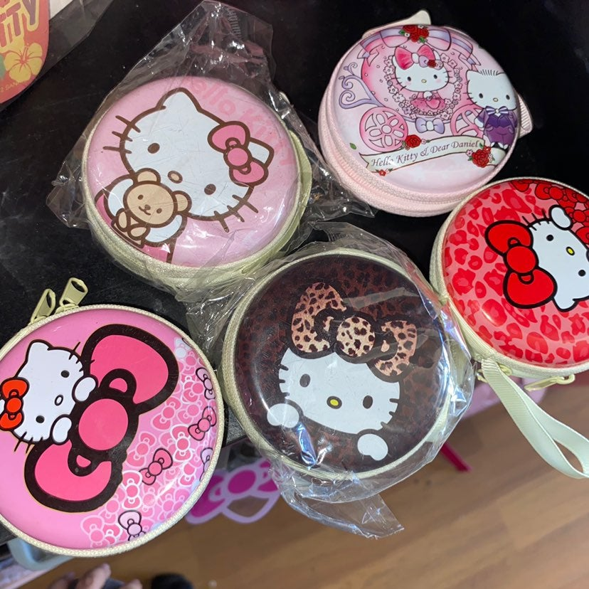 Hello kitty earphone case