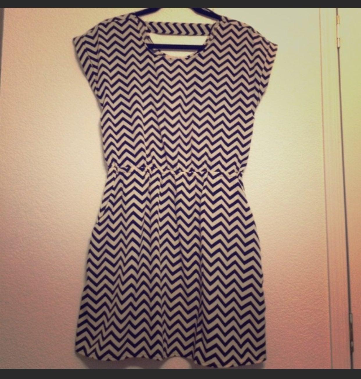 Pink Republic Chevron Dress Size M