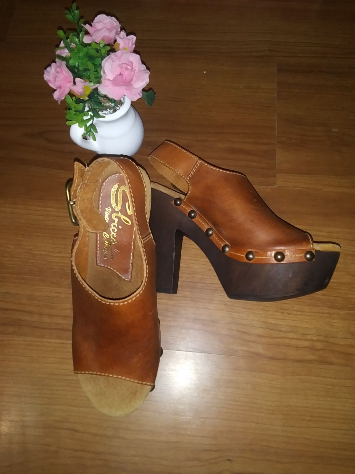 NWOT!! Sbicca leather heeled open toe sa