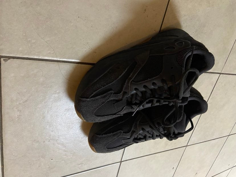 Yeezy Adidas Boost 700 in Utility Black