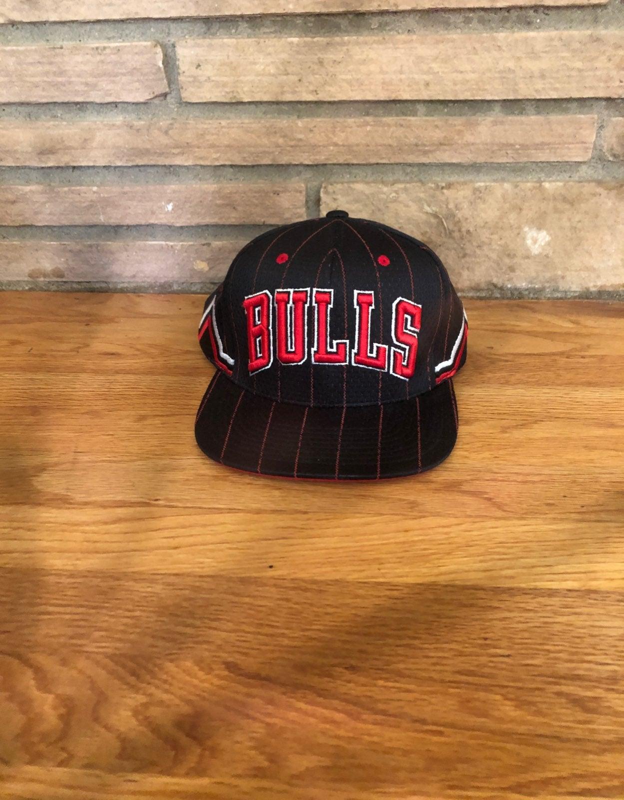 Mitchell and Ness bulls hat