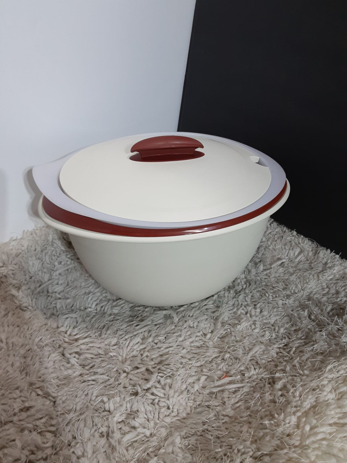 Tupperware Insulated Serving Bowl 4.3L