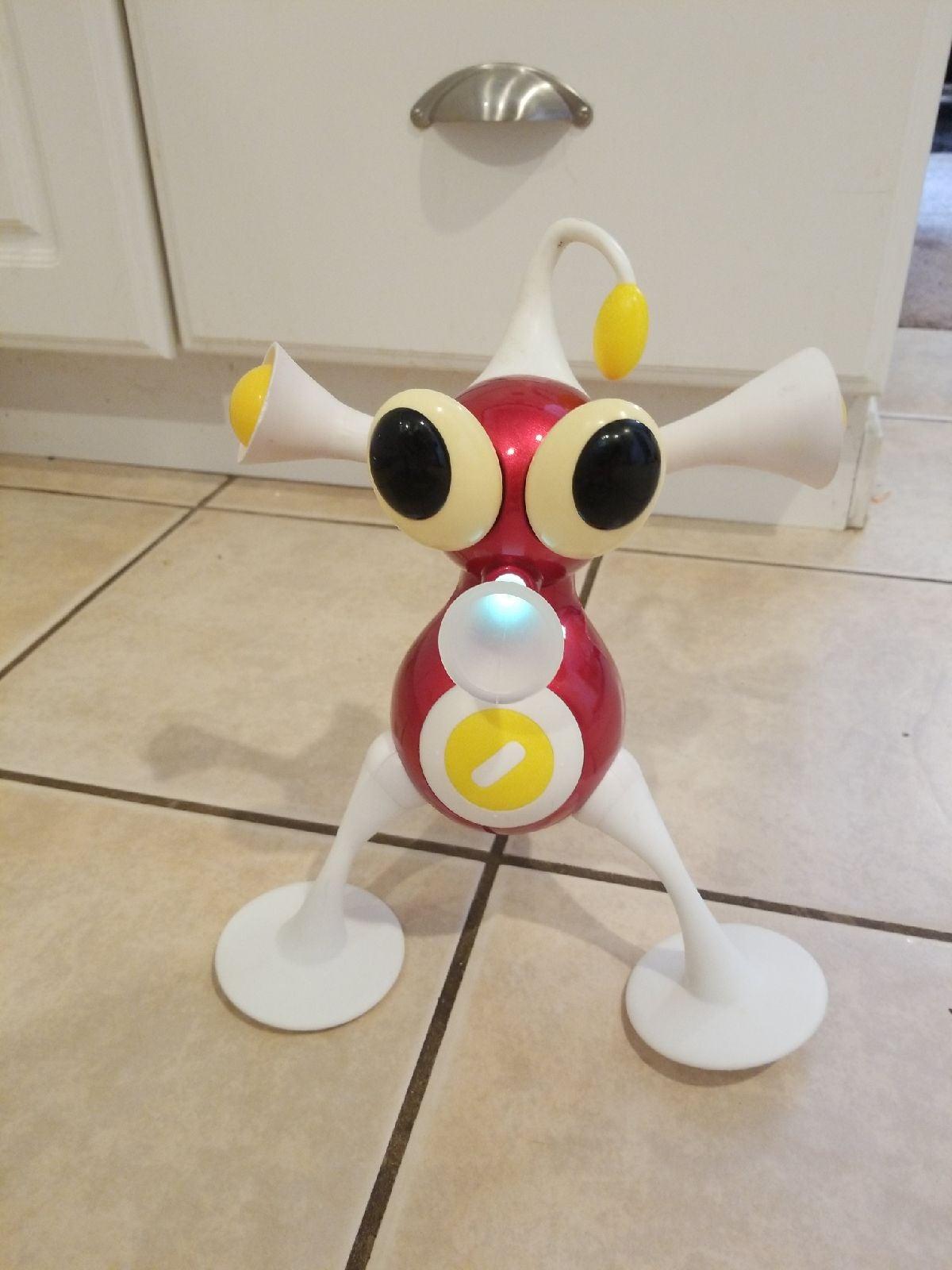 IZ Zizzle Electronic Toy Figure DJ Y2k
