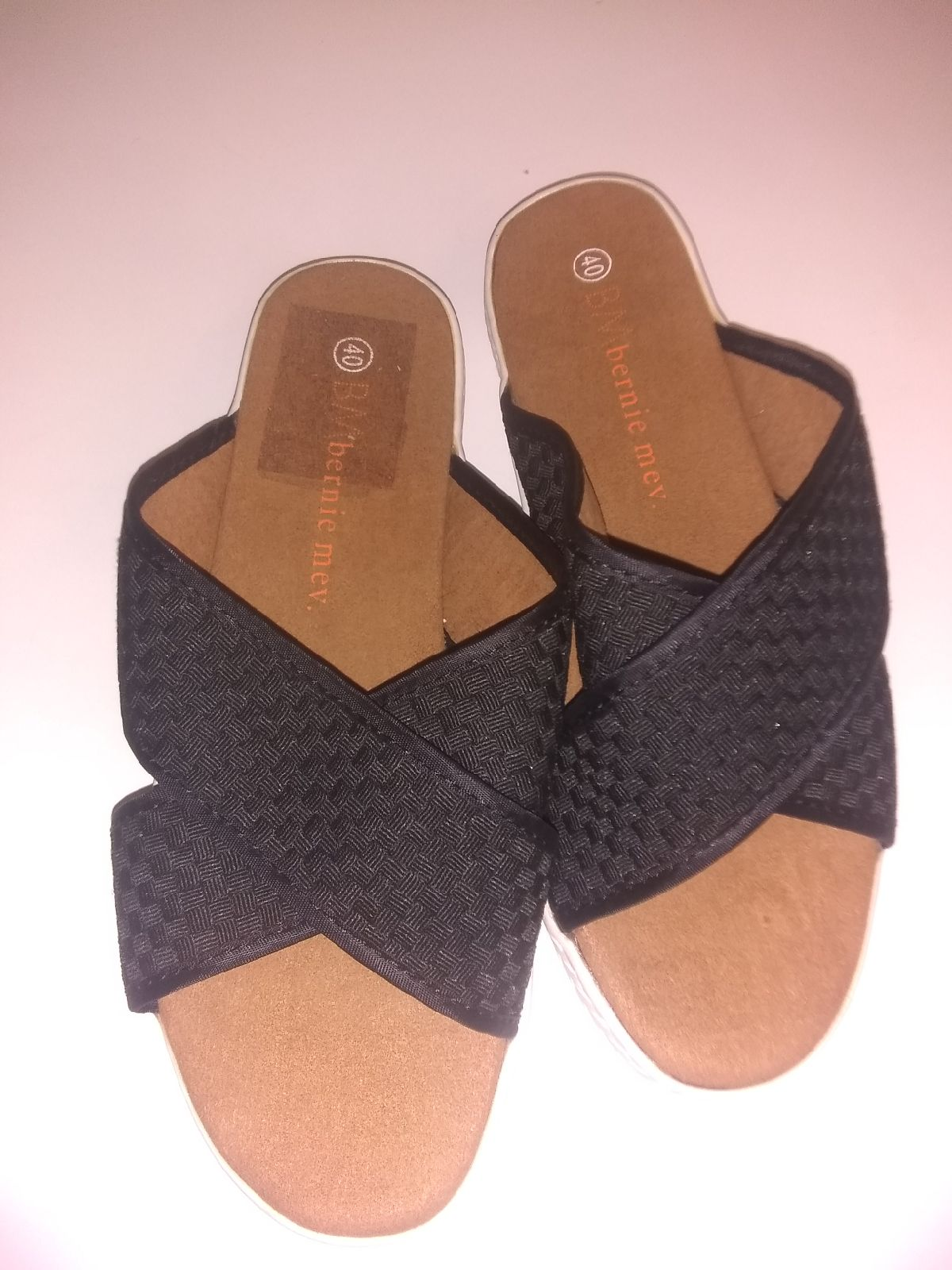 Bernie Mev Criss Cross Sandals 9.5