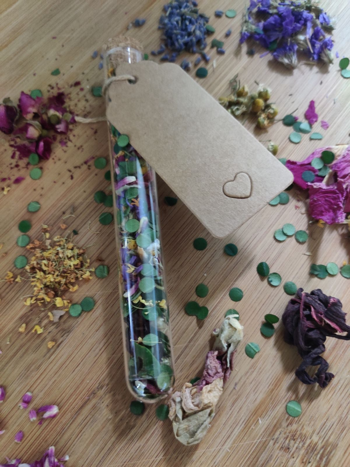 Biodegradable flower and leaf confetti